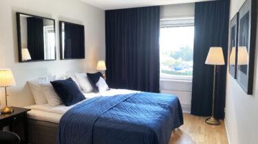 Standard Dubbelrum säng fönster